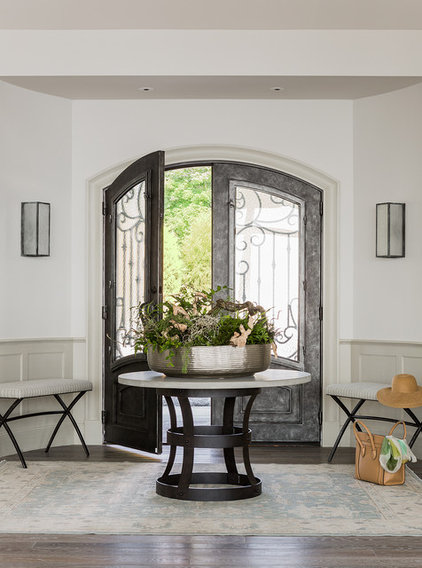 Beach Style Entry by Anita Clark Design