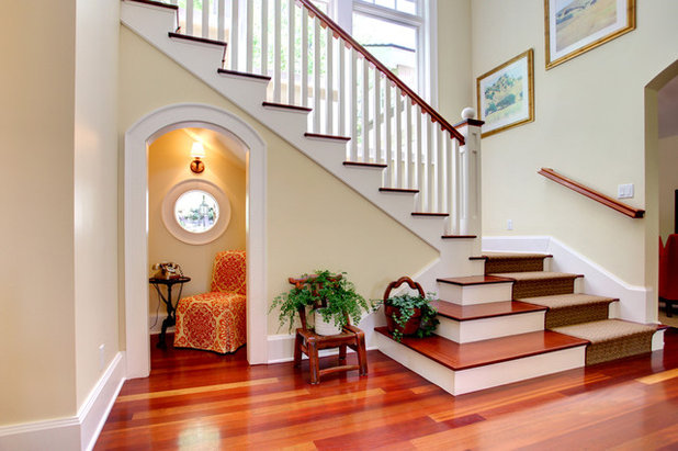 Traditional Entry by S / Wiley Interior Photography