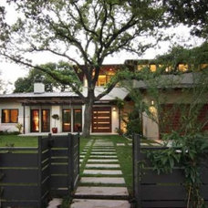 Contemporary Entry by Weiss Architecture Inc
