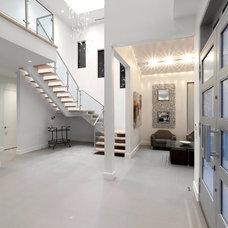 Contemporary Entry by Holmes Builders