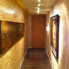 Contemporary Entry by Erik Thompson - Quatro Lighting Designs