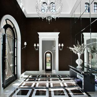 Ispirazione per un grande ingresso minimal con pareti nere, pavimento in marmo, una porta singola, una porta nera e pavimento multicolore