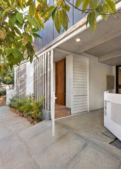 Contemporary Entry by Between Spaces