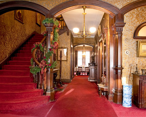 Victorian carpeted foyer idea in Boston