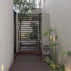 Contemporary Entry by RHYZOMA - Arquitectura / Diseño