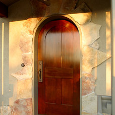 Traditional Entry by Ron Brenner Architects