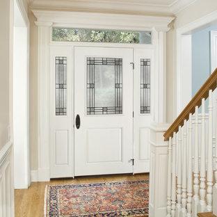 Cette photo montre une grand porte d'entrée romantique avec un mur blanc, un sol en bois clair, une porte simple et une porte blanche.