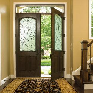 Inspiration pour une porte d'entrée chalet de taille moyenne avec un mur beige, une porte double et une porte en bois foncé.