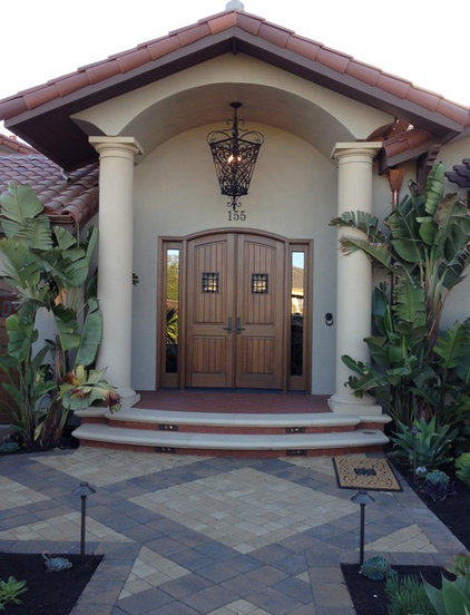 Mediterranean Entry by SINGLEPOINT DESIGN BUILD INC.