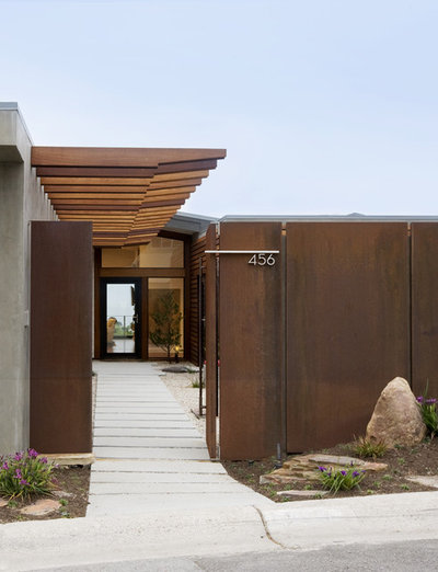 Cor ten steel brings enduring texture to landscapes for Schultz home designs