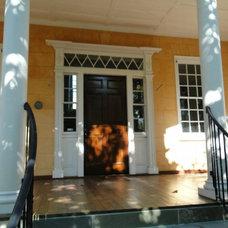 Traditional Entry by Bill Huey + Associates