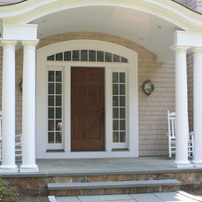 Traditional Entry by JB Robbie Builders Inc.