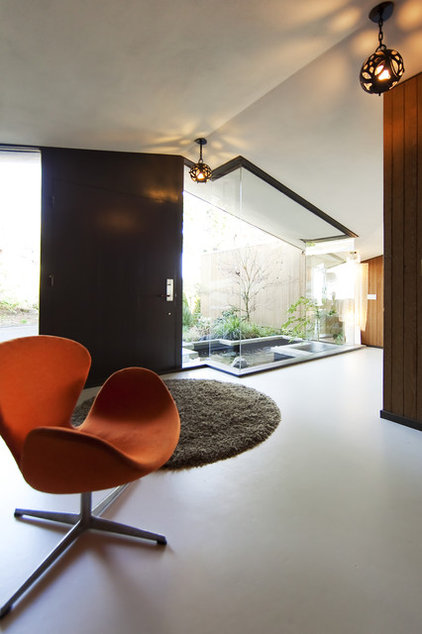 Modern Entry by Meister Construction Ltd