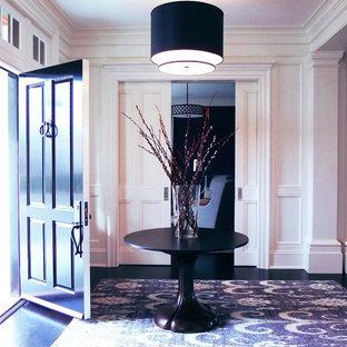 На фото: фойе среднего размера в современном стиле с белыми стенами, пробковым полом, одностворчатой входной дверью и коричневым полом