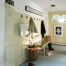 Traditional Entry by Banks Design Associates, LTD & Simply Home
