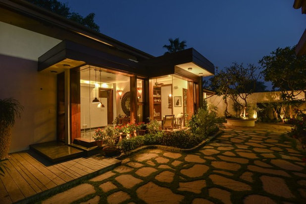 Contemporary Entry by Monica Khanna Designs