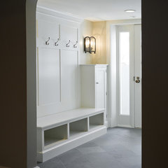 traditional entry by Cameo Homes Inc.