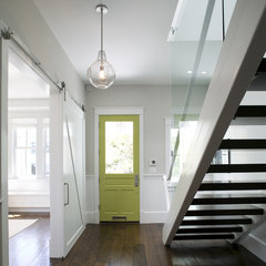 modern entry by Feldman Architecture, Inc.