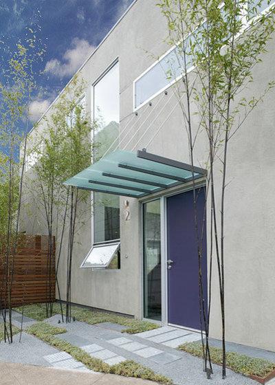 Modern Entry by Feldman Architecture, Inc.