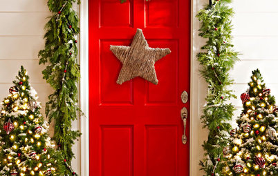 Houzz Call: Show Us Your Holiday Front Door