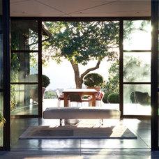 Contemporary Entry by De Meza + Architecture