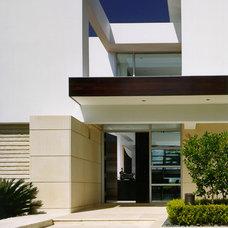 Modern Entry by Mojo Stumer Associates, pc.