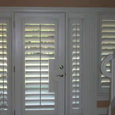 Traditional Entry by Bay Breeze Blinds Inc.