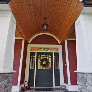 Идея дизайна: входная дверь в стиле кантри с двустворчатой входной дверью, черной входной дверью, красными стенами и темным паркетным полом