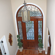 Traditional Entry by Higgins Building Group, Inc.