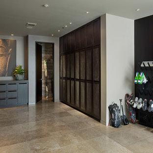 Foto de vestíbulo posterior rústico, grande, con paredes negras, suelo de baldosas de cerámica, puerta simple, puerta de madera oscura y suelo beige