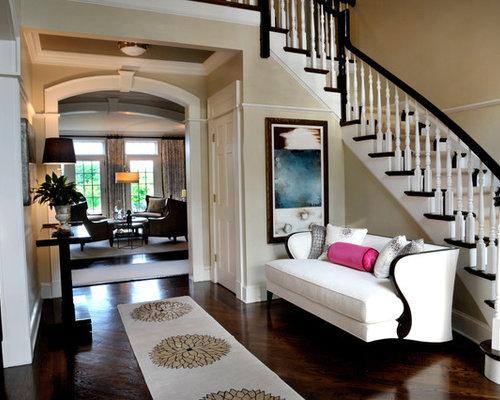 gro er eingang mit beigefarbenen w nden hauseingang eingangsbereich gestalten houzz. Black Bedroom Furniture Sets. Home Design Ideas