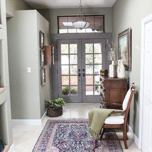 Inspiration för en mellanstor vintage hall, med grå väggar, kalkstensgolv, en dubbeldörr, en grå dörr och beiget golv