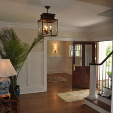 Traditional Entry by Scandic Builders, Inc.