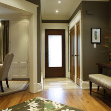 Transitional Entry by Gillian Gillies Interiors (GGI)