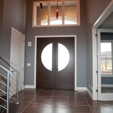Contemporary Entry by O'Neal Builders, Inc.