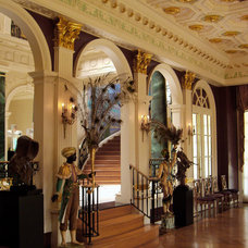Traditional Entry by Chadsworth Columns