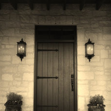 Farmhouse Entry by Bonterra Building & Design