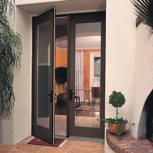 フェニックスの中くらいの両開きドアトランジショナルスタイルのおしゃれな玄関ドア (白い壁、テラコッタタイルの床、黒いドア) の写真