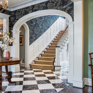 Idéer för stora vintage foajéer, med bruna väggar, marmorgolv och en enkeldörr