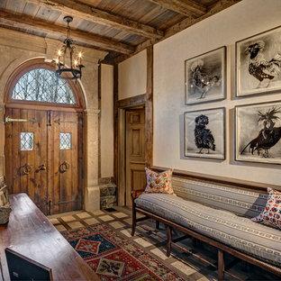 Свежая идея для дизайна: фойе в классическом стиле с двустворчатой входной дверью, входной дверью из дерева среднего тона, бежевыми стенами и полом из известняка - отличное фото интерьера