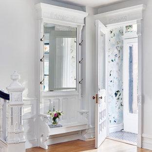 Idéer för att renovera en mellanstor vintage entré, med marmorgolv, en dubbeldörr, en vit dörr och svart golv