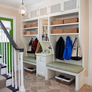 Idee per un ingresso con anticamera chic con una porta verde, pareti beige e una porta olandese