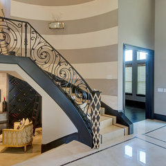 modern entry by Hensley Premier Builders