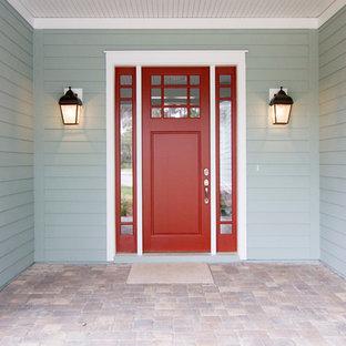 ジャクソンビルの片開きドアビーチスタイルのおしゃれな玄関ドア (赤いドア) の写真