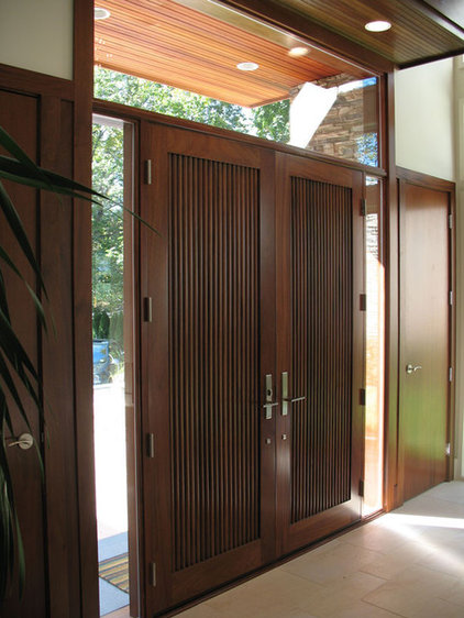 Contemporary Entry by Gary Rosard Architect