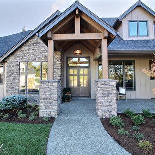 Стильный дизайн: огромная входная дверь в стиле кантри с бежевыми стенами, бетонным полом, двустворчатой входной дверью и входной дверью из темного дерева - последний тренд