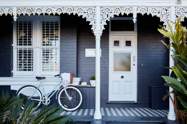 Traditional Entry by Victoria Waters Design Pty Ltd