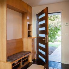 Midcentury Entry by De Mattei Construction