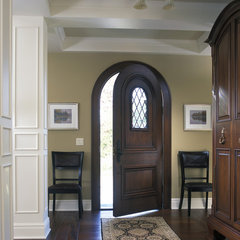 traditional entry by Visbeen Associates, Inc.