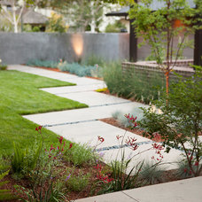 Contemporary Entry by Keith Willig Landscape Services, Inc.